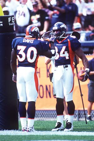 Sharpe(84) and Davis(30) salute after a touchdown
